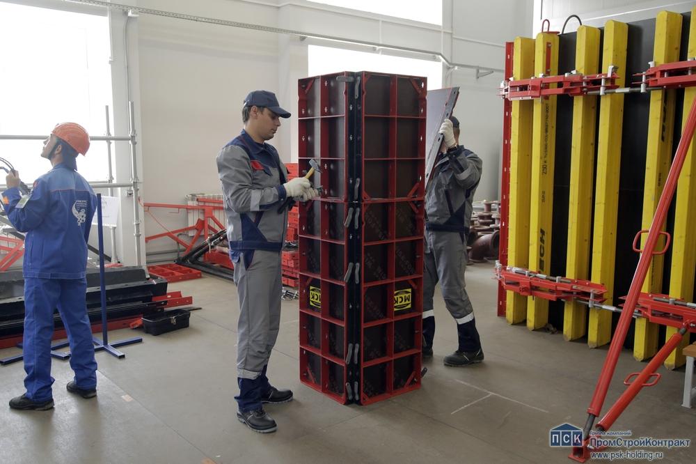 Работа строителей-атомщиков с российской опалубкой МСК